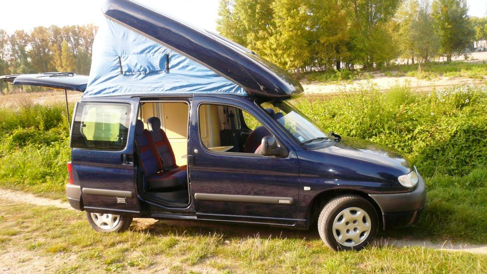 petit fourgon am nag camping car site de voiture. Black Bedroom Furniture Sets. Home Design Ideas