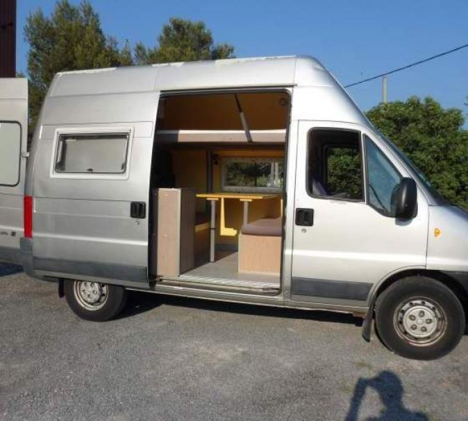 comment am nager un fourgon en camping car site de voiture. Black Bedroom Furniture Sets. Home Design Ideas